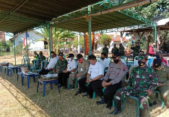 JAGA LINGKUNGAN, TNI-POLRI DAN PEMDES SENDANG KULON TANAM 500 POHON